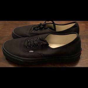 Black Vans!! Men's size 8.5 or women's 10!